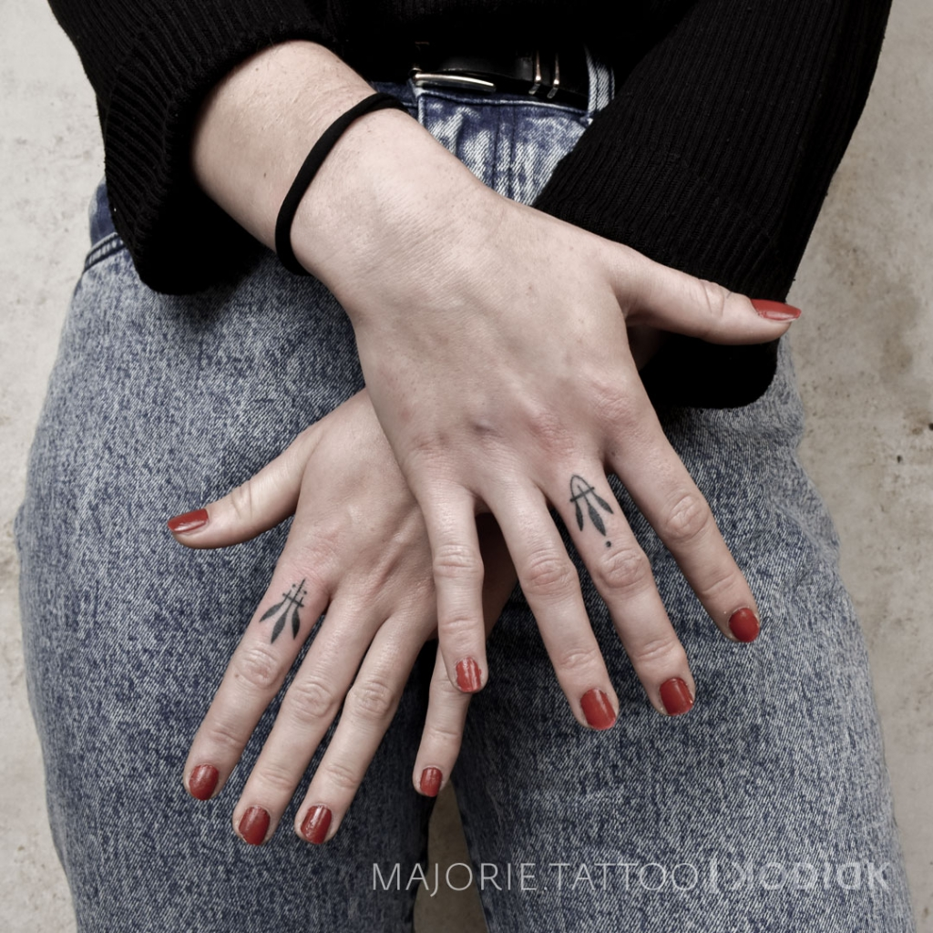 Fingertattoo black